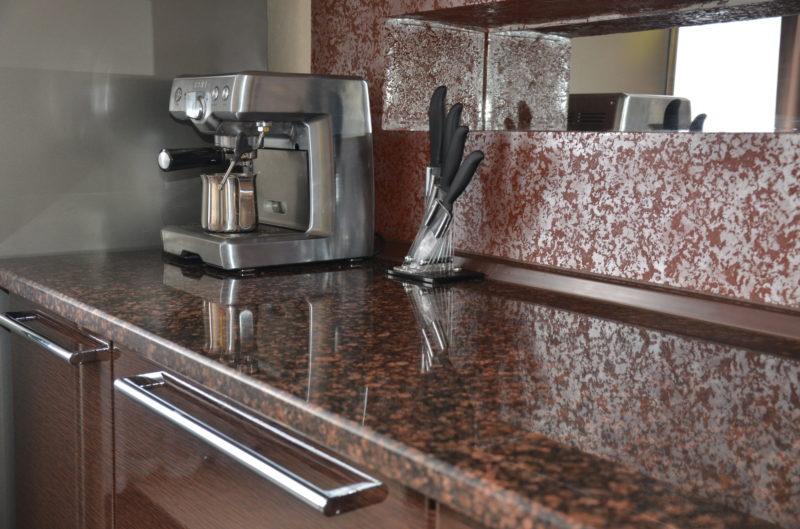 Столешница на кухню из натурального камня